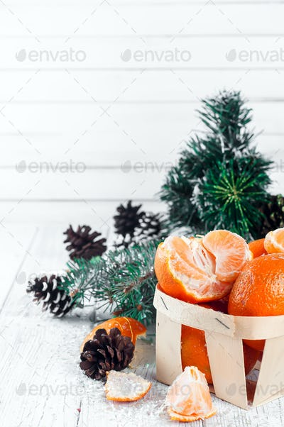 Tangerines with leaves on wooden table.