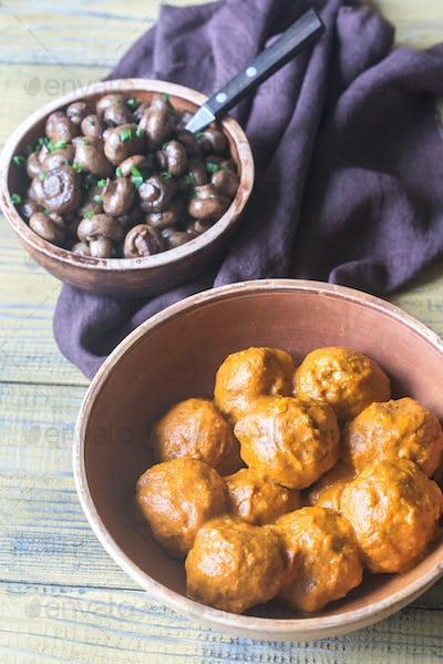 Bowl of turkey meatballs