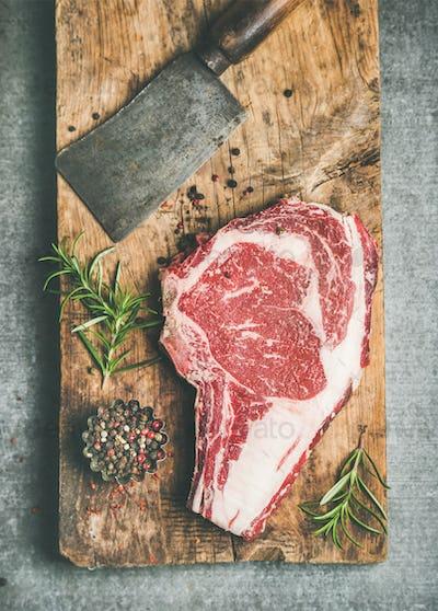 Raw prime beef meat dry-aged steak rib-eye and chopping knife