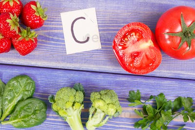Fruits and vegetables containing vitamin C and minerals