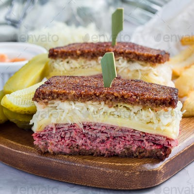 Classic reuben sandwich, served with dill pickle, potato chips, square format