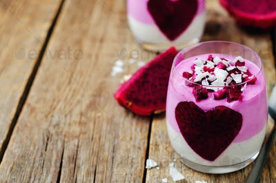 Greek yogurt pitaya Chia seeds parfait