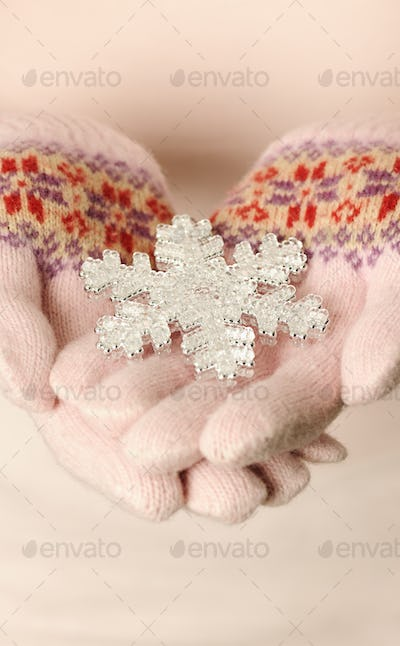 hands with snowflake