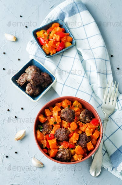 Pumpkin sweet potato Bell pepper stew with meatballs