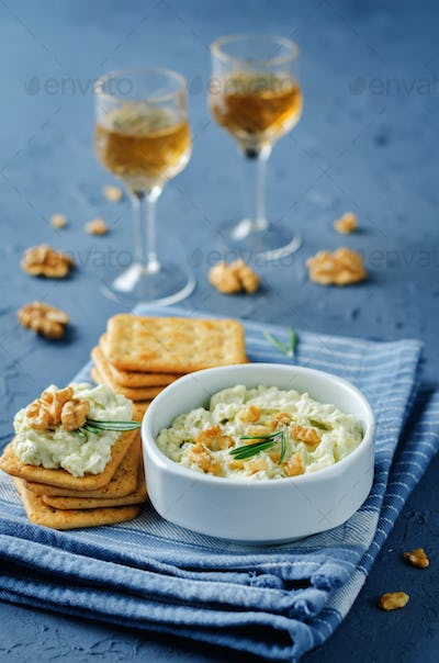 Blue cheese spread with walnuts