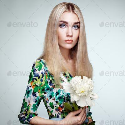 Fashion portrait of elegant woman with summer flowers