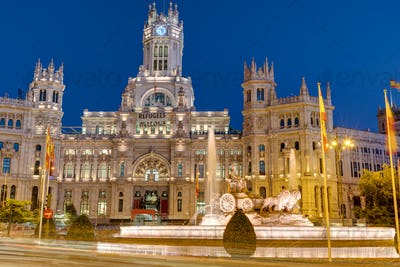 Plaza de Cibeles in Madrid at night