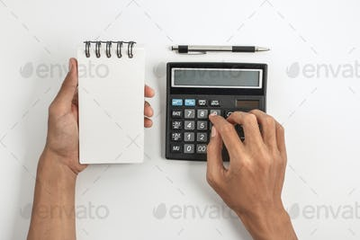 hands holding note and using calculator