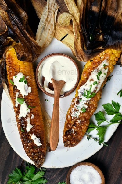 Bbq corn with herbs and sauce
