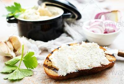 lard with garlic