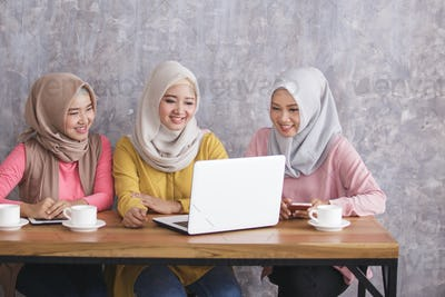 three beautiful siblings discuss their project at cafe