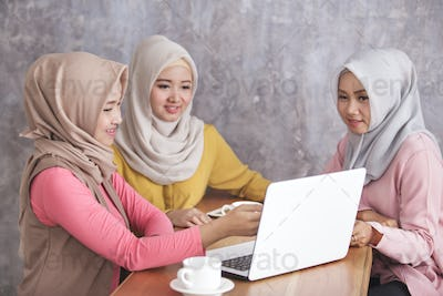 three beautiful siblings discuss about their new project