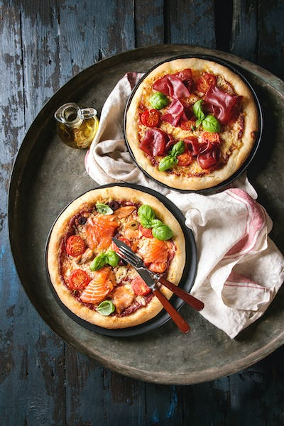 Pizza with bresaola and salmon