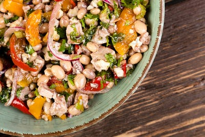 Salad with white beans