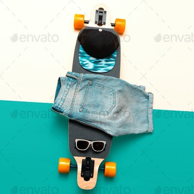Skateboard, Sunglasses, Cap, Jeans. Love Urban fashion. Minimal