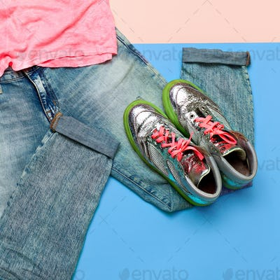 Stylish set. Fashionable jeans and sneakers. Summer outfit Top v