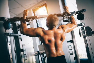 Strong man exercising in a gym.