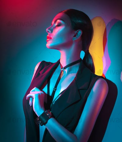 Portrait of sexy young woman in black clothes, fashion accessori