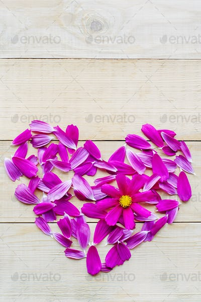 flower heart shape lay on wooden background