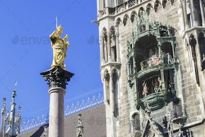 the golden Maria statue in Munich with the city hall