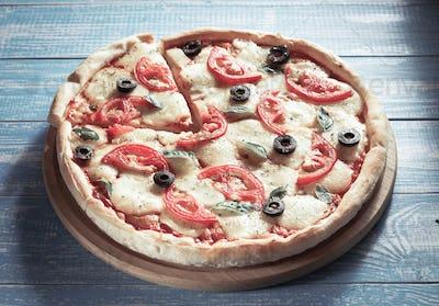 margarita pizza at wood
