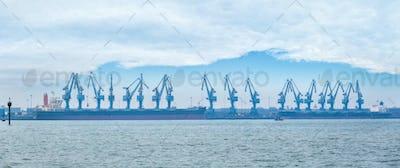 rotary suspension type cranes on seaport