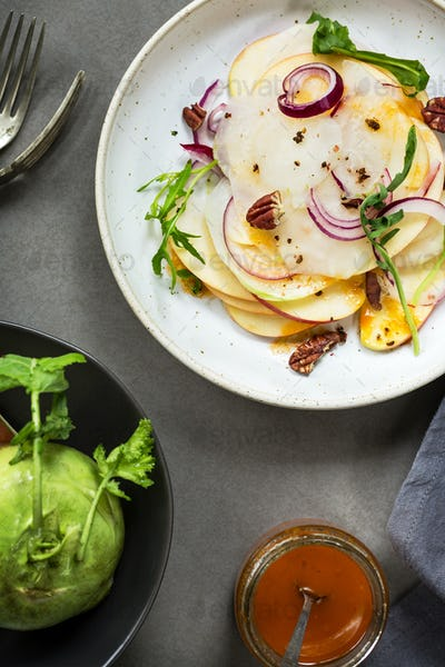 Kohlrabi with Apple and Rocket Salad