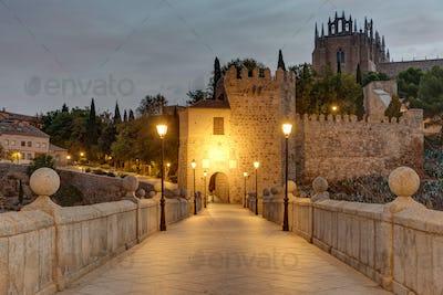 Dawn at the San Martin bridge in Toledo