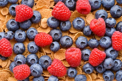 Multigrain muesli with berries