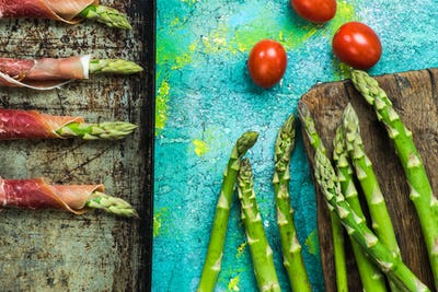 Coocking asparagus with prosciutto wraps