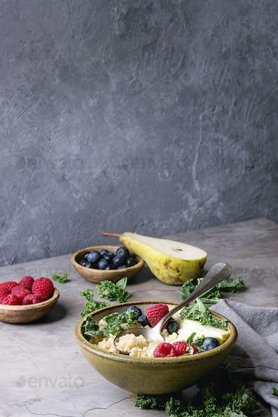 Quinoa porrige with kale