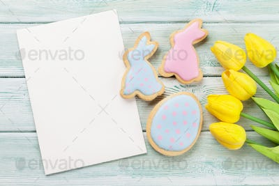 Easter gingerbread cookies and greeting card