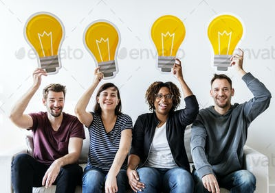 Peopl with lightbulb icon