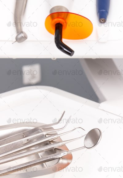 Set of dental tools and instruments
