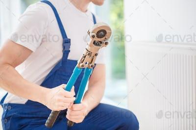 Handyman holding hydraulic key