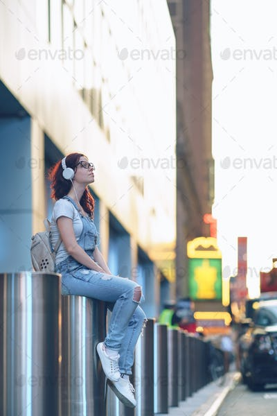 Young girl in Manhattan