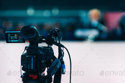 media_interview_ 2492 f1