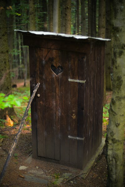 wooden booth dry toilet