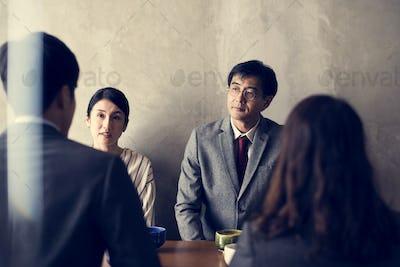 Japanse business people talking