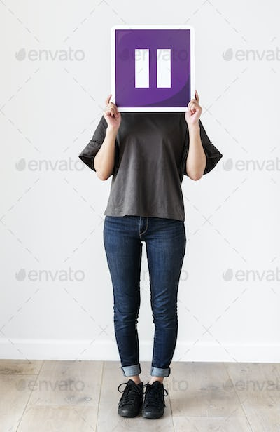 Girl holding a purple pause icon
