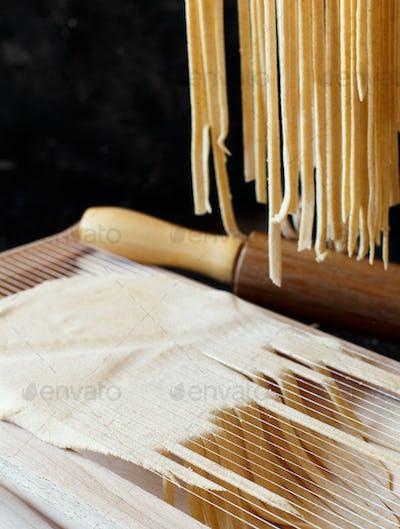 Making tagliolini pasta alla chitarra with a tool