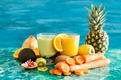 Healthy and raw detox juices