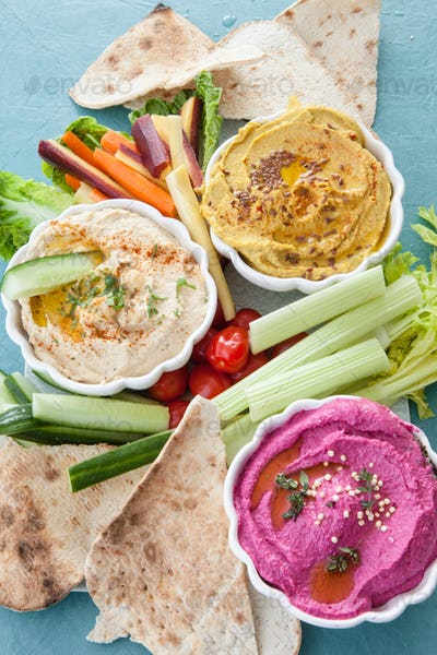 Hummus and fresh vegetables