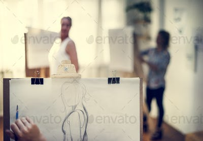 People drawing from human model