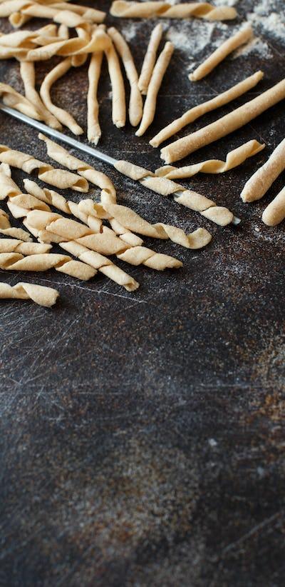 Making whole wheat flour pasta fusilli al ferro