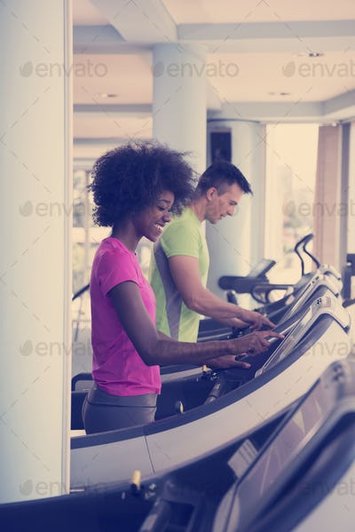 people exercisinng a cardio on treadmill in gym
