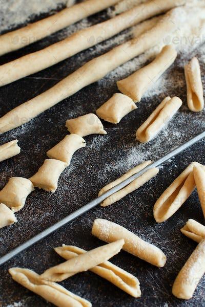 Making whole wheat flour pasta Maccheroni al ferro