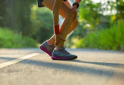 Runner got sports injury on leg