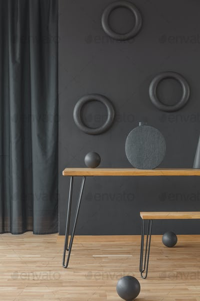 Room with circular wall decoration