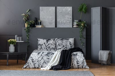 Black and white bedclothes